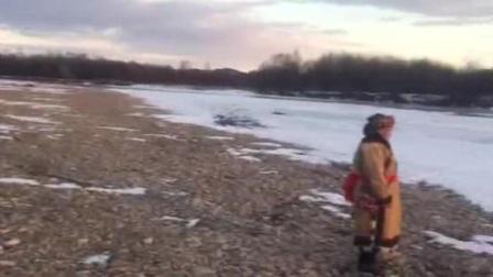 灵与地 民歌手在河边即兴演唱,冰河落日,天籁之音,真是灭绝师太