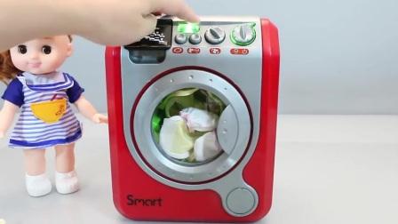 亲子早教,锻炼小孩子的动手能力,教导怎么洗衣服