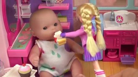 哇,好漂亮的房车,好可爱的娃娃