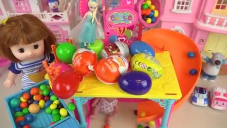 娃娃屋子里的惊喜玩具