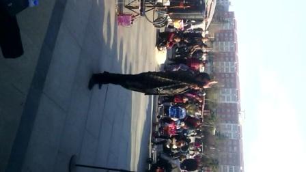 漯河市文化路广场。业余指挥。