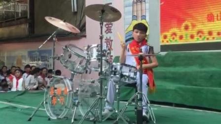 确山县实验小学天才少年贺梓良架子鼓《奔跑兄弟赛尔号》联奏