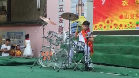 确山县实验小学天才少年架子鼓独奏《逆战》。