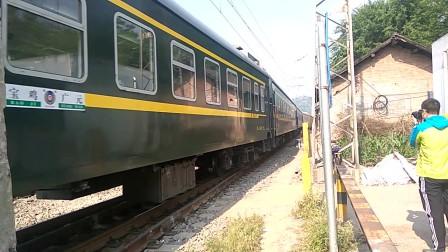 客车6064开出