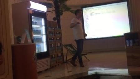 华彬集团展示透明冰箱02新奇的人们争相拍照