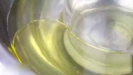 网友用食用油把玻璃瓶切开了? 可能吗