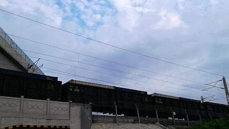 【HXD1B0213】和谐电1B牵引某货列通过阜阳王店