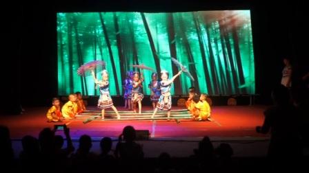 14.创新幼儿园舞蹈表演《竹竿舞》1