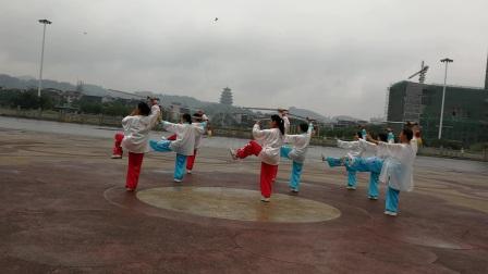 人民广场演练24式养身太极剑(20170612)