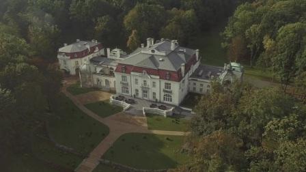 Beautiful European palace wedding shot unobtrusively | Marry Me Studio