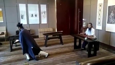 陈师海在武当山唐诚华道長古琴工作室,演示武当三丰太极十三势。