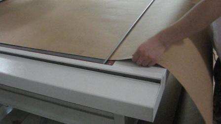 平板切割机切割牛皮纸