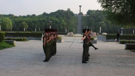 广场舞  给青春理个短头发  莲花广场舞蹈队