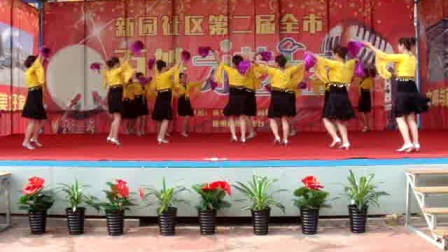 蓝天幽雨金东舞蹈队的今夜舞起来一变队形。