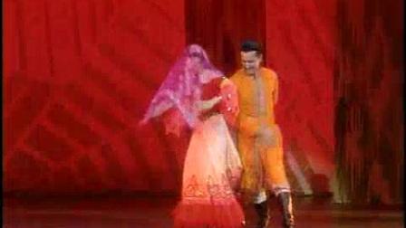 维吾尔族舞蹈《甜甜甜》表演:迪丽娜尔