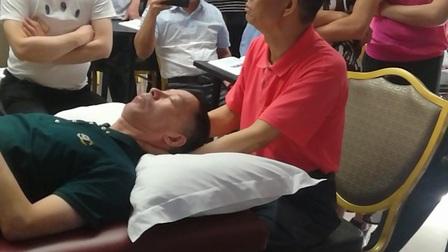 龙氏正骨视频   仰头摇正法-主讲:段俊峰教授38
