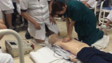 目击成人呼吸心跳骤停心肺复苏 烟台海港医院演示版