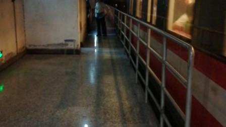 南京地铁2号线(017018)出新街口站。