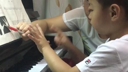 二宝第一次的钢琴课