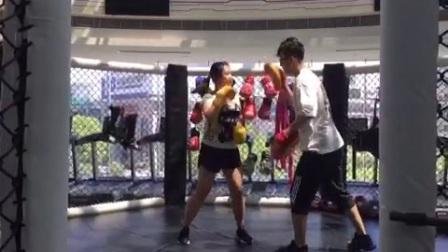黑加仑训练——拳击攻防转换手靶