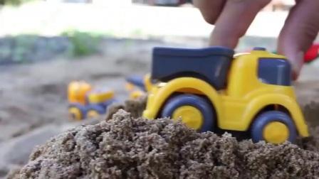 努力干活的挖掘机,装载机,超级大力士卡车在干活