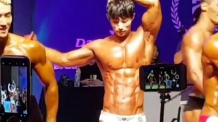 韩国男模김수병健美比赛展示肌肉2