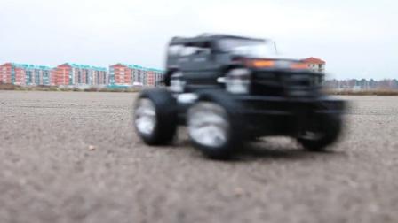 黑色的四驱怪兽汽车在路上玩耍,贪玩的汽车