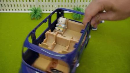 可爱的哆啦A梦看见旅行汽车,笑的合不拢嘴