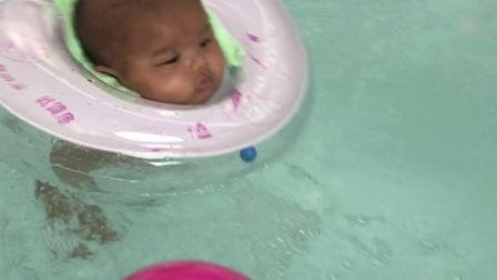 第一次同姐姐公共场合游水水