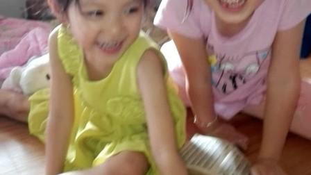 VID_20170623_宝贝和姐姐在床上玩乐