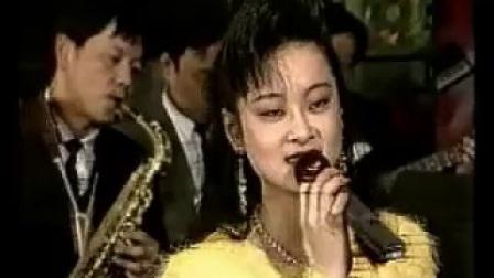 小乐队伴奏《乐飘万里》校林荣曲/张蓉词/演唱王蔚施伟