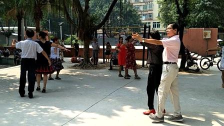广州新村公园健身娱乐队  贺国庆排练节目  广场舞中慢三   策划:小苹果  教练:梁老师、淡定牡丹