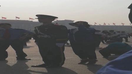 国庆节天安门广场被玩坏的人民武警