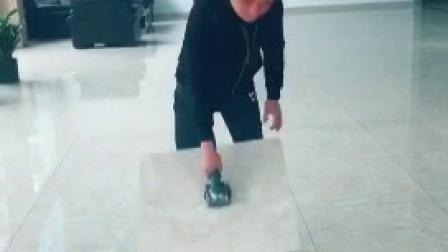 槽王瓷砖平铺机贴墙地砖机振平器吸附力实测视频