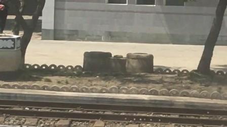 朝鲜铁路边的村庄