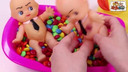 阿土的玩具世界:浴缸里找玩偶