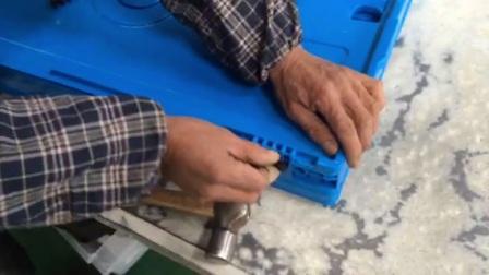 西诺SHG折叠周转箱C系列盖子的拆卸组装方法