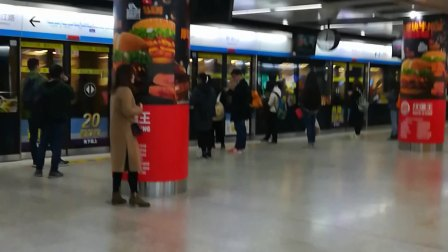 南京地铁一号线增购列车(111112)进新街口站。