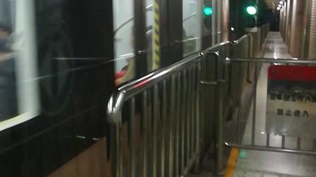 南京地铁十号线(013014)、(031032)出元通站。