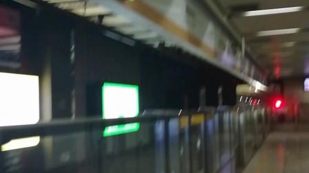 南京地铁十号线(039040)进奥体中心站。