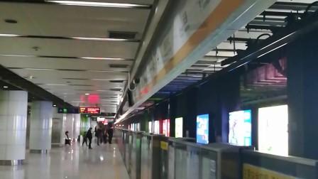 南京地铁十号线(041042)进奥体中心站。