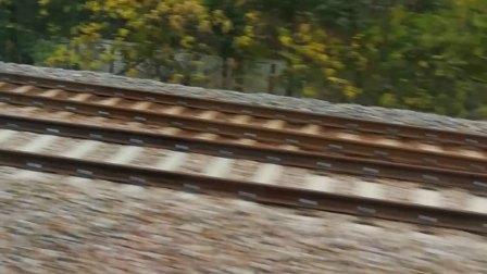 南京地铁十号线经过小行车辆段。