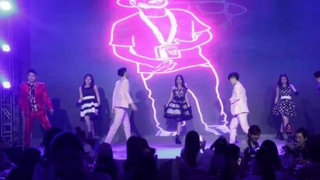 广州鼓舞倾城艺术团 男女开场舞
