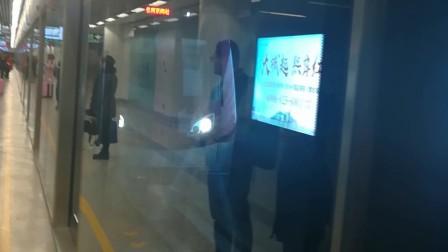 南京地铁s3号线(017018)进南京南站。