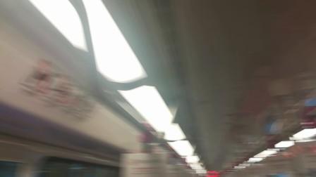 南京地铁s3号线车厢内部。