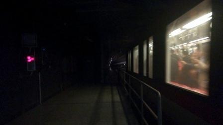 南京地铁二号线(061062)出明故宫站。