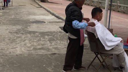 珠海屈指可数的街头理发师
