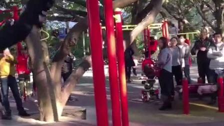 珠海街头健身牛人