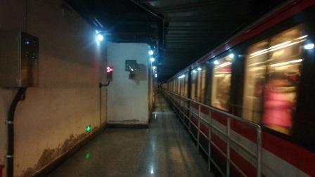 南京地铁二号线(061062)出新街口站。