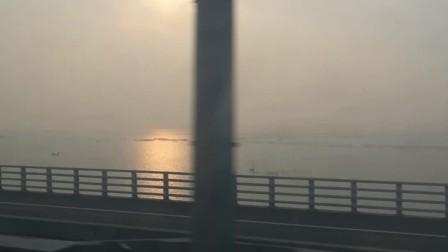 南京地铁s9号线上欣赏石臼湖夕阳红。